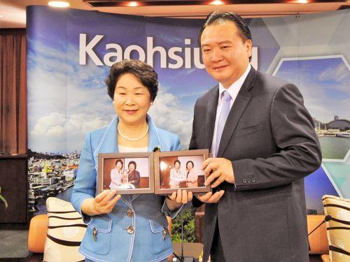 左から山形県の吉村美栄子知事と高雄市の許立明代理市長=高雄市政府提供