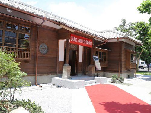修復を終え、看板除幕式が行われた日本統治時代の検事長宿舎
