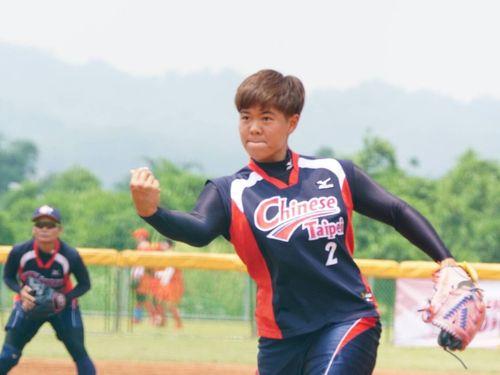 14日の決勝T第1試合にリリーフ登板した林盈馨投手=中華民国ソフトボール協会提供