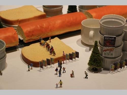 「微型展―田中達也的奇想世界」(ミニチュアライフ展)で展示される作品