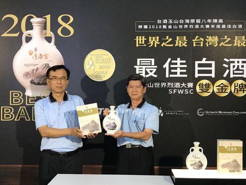 世界的な酒類コンペで白酒部門の最高賞に輝いたコーリャン酒「玉山台湾原窖8年陳高」