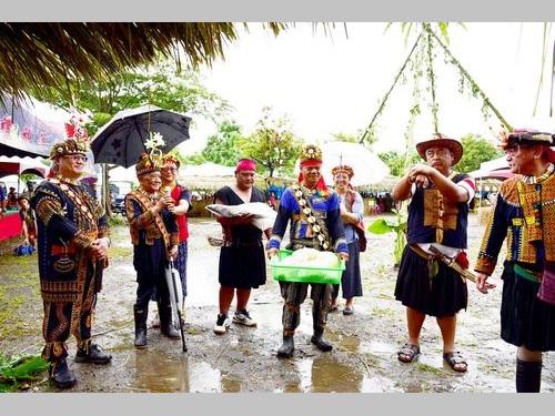 西ルカイ族の人々による「小米(アワ)祭」の様子=屏東科技大提供