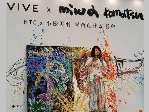 新北市内のHTC本社でライブペインティングを披露する小松美羽さん