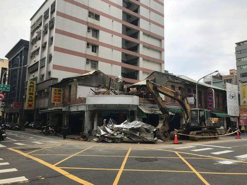 一部が取り壊された日本統治時代の建物=高雄市政府文化局提供