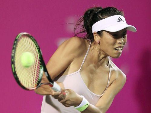 ジャパン女子テニスのシングルスで優勝の栄冠に輝く謝淑薇=共同通信社提供