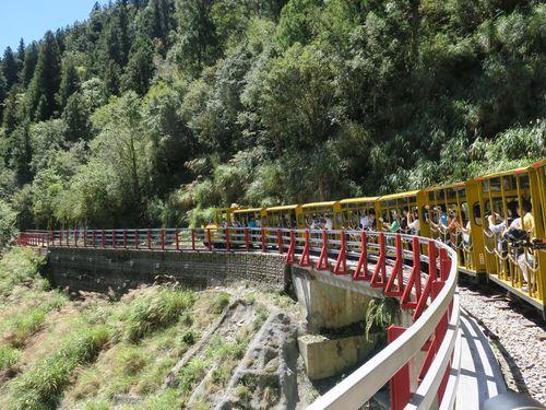 6年ぶりに運行を再開した太平山のトロッコ列車=林務局羅東林区管理処提供