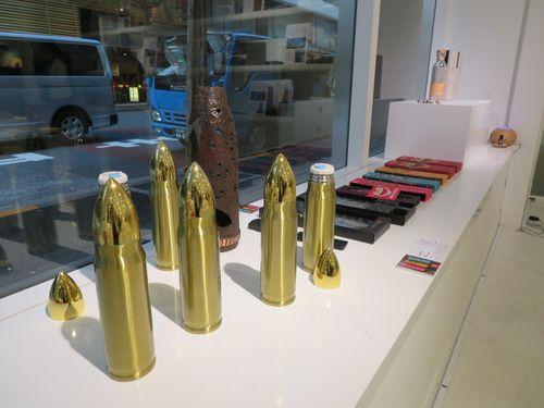 展示会場で注目を集めた砲弾で作られた金門製の包丁など