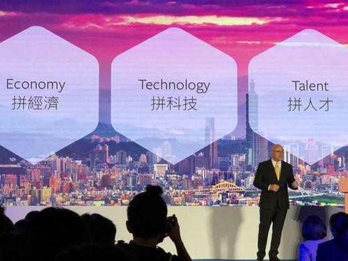 フェイスブックの新たな投資計画を発表する同社アジア太平洋担当副社長、ダン・ニアリー氏