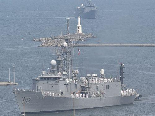 高雄・左営軍港に到着したオリバー・ハザード・ペリー級ミサイルフリゲート艦=2017年5月