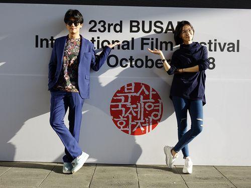 釜山国際映画祭のイベントに参加するロイ・チウ(左)とシエ・インシュエン=親愛的工作室提供