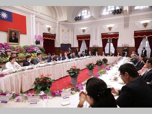 総統府で開かれた日華懇一行との昼食会の様子=総統府HPより