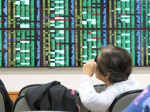 米株急落を受け、11日の台湾株式市場は過去最大の下げ幅を記録した