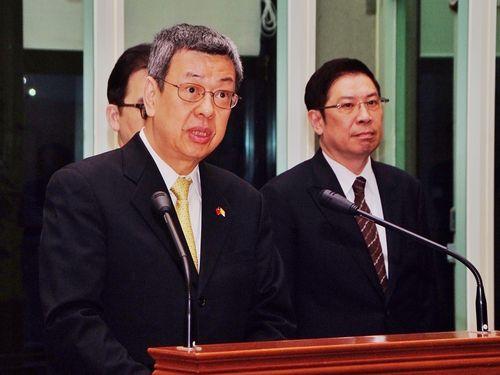 桃園空港で談話を発表する陳建仁副総統