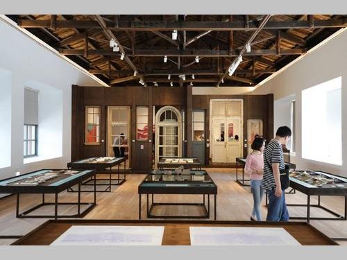 17日にプレオープンした「台南市美術館」1号館内の様子=同館提供
