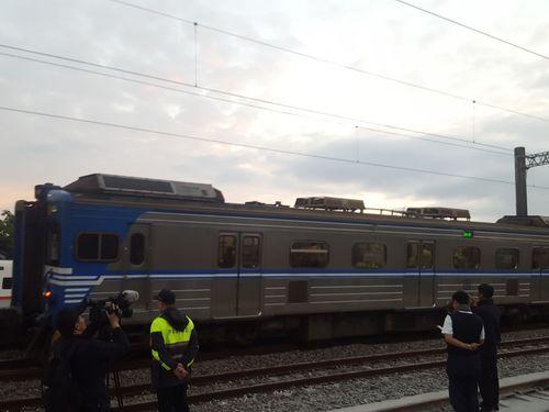 事故現場の復旧作業を経て、23日午前、一部列車が運行を再開