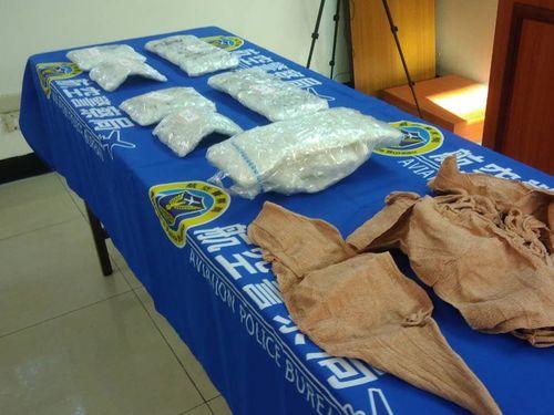 警察に押収された覚せい剤など=航空警察局提供