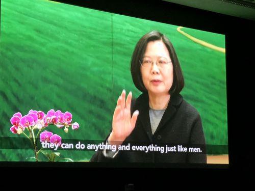国際NGOのイベントで上映される蔡英文総統のインタビュー映像=駐英代表処提供