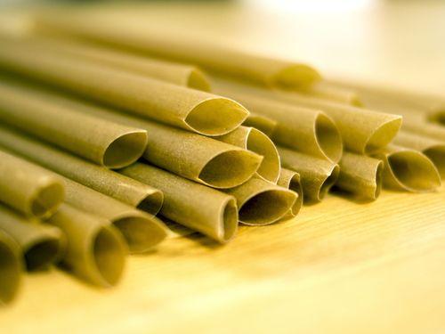 台湾が開発・製造したサトウキビを使ったストロー=許承クンさん提供