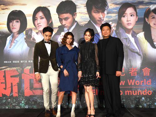 女優の蔡黄汝(左から2人目)など台湾ドラマ「新世界」の出演者たち