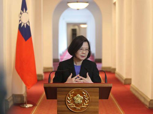 総統府の廊下で談話を発表する蔡英文総統