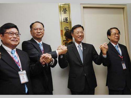 台湾鉄路管理局の「営運安全処」の発足式で重大事故ゼロを目指す姿勢をアピールする張政源局長(右から2人目)