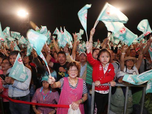 熱気に包まれる台湾の選挙集会=資料写真