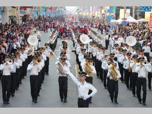 昨年の国際バンドフェスのパレードの様子