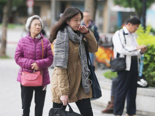 北東の季節風の影響を受け、台湾では12日早朝、淡水など平地の観測地点9カ所で今冬最低気温を観測した
