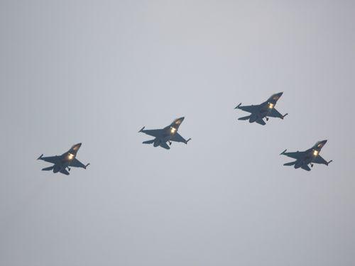 戦闘機F16=資料写真