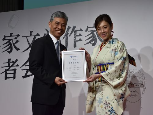 高橋真麻さん、日台文化融合の着...