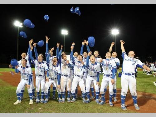 優勝を決め帽子を一斉に投げる韓国・京畿道の選手ら=台北市体育総会提供