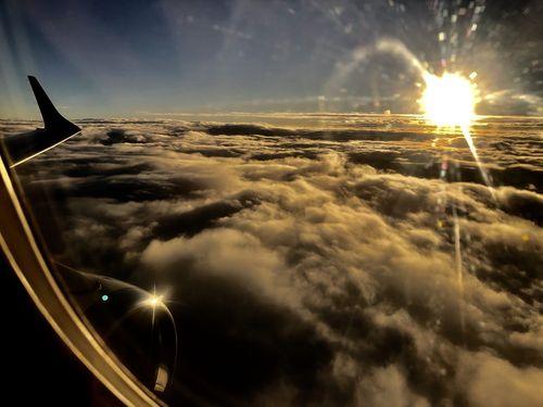 飛行機から見た初日の出