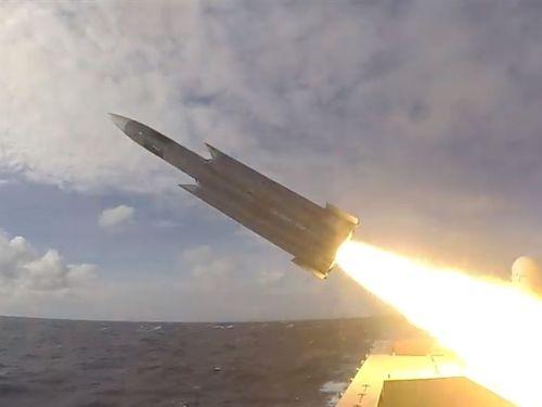海軍が公開した対艦ミサイル「雄風3」の実射映像=中華民国海軍のフェイスブックページから