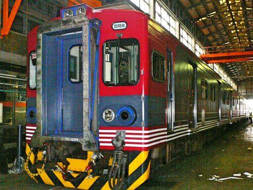 しなの鉄道カラーの列車を運行する台湾鉄道=台湾鉄路管理局提供