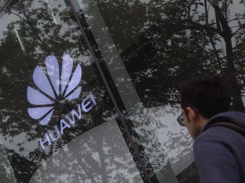 台湾の公的研究機関、工業技術研究院(工研院)は15日正午から、中国通信機器大手、華為技術(ファーウェイ)製の携帯電話とパソコンでのイントラネット(組織内の情報通信網)利用を不可にした