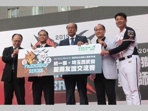 統一ライオンズのイベントに出席する(右から)黄甘霖監督、蘇泰安GM、西武の渡辺久信GM