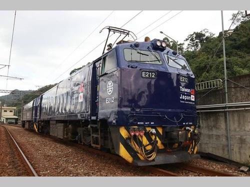 台鉄の線路を走る「台日友誼号」=同社提供