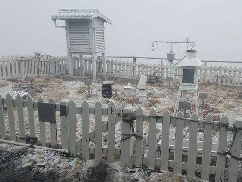 初雪を観測された台湾最高峰・玉山の北峰頂上付近にある観測所