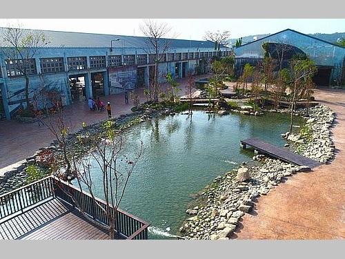 昨年末から一般に開放されている「高雄水花園」=台湾港務高雄港務支社