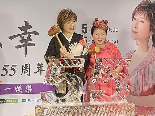 小林幸子(左)とバイ・ビンビン