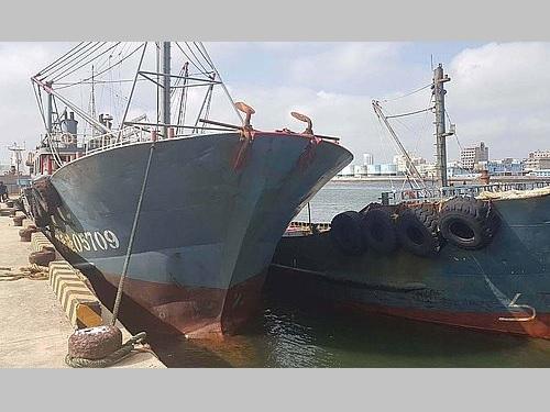 澎湖沖で拿捕された中国漁船2隻=海巡署提供