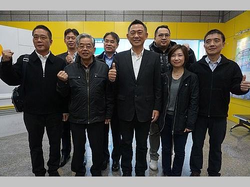 中国福建省訪問を終えた楊鎮ゴ金門県長(手前中央)ら一行