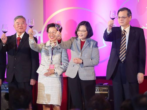 中国に拠点を構える台湾企業との交流会に出席する蔡英文総統(右から2人目)