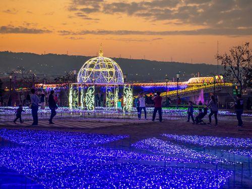 あしかがフラワーパークを参考にしたという南投県の「光毯花園」=同県政府提供