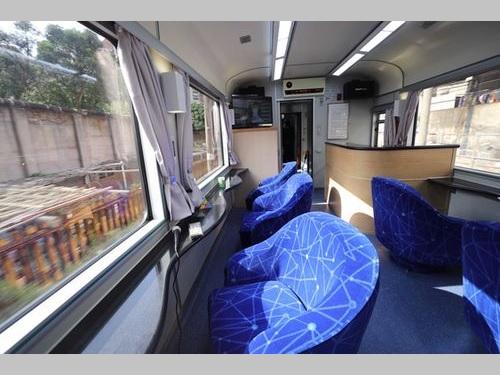 展望窓が設置された観光列車の一部車両