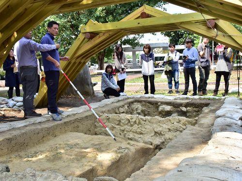 先史時代の陶器の破片などが見つかった現場=高雄市政府文化局提供