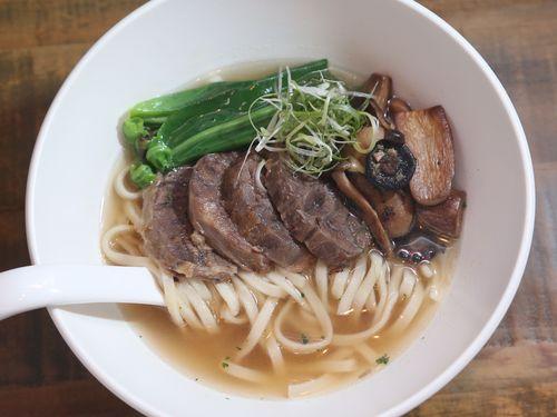 シルクスホテルグループが手掛ける清燉(塩味)牛肉麺