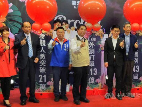 台湾国際ラン展の成果について会見を開く台南市の黄偉哲市長(右から3人目)