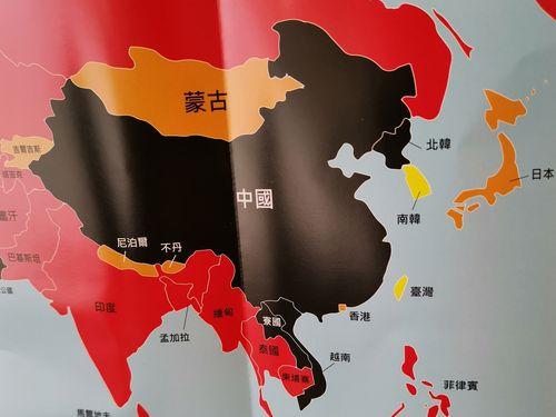 各国・地域の報道の自由度を色で示す地図。台湾は「まずまず良い」の黄、日本は「問題あり」のオレンジ、中国は「非常に悪い」の黒となっている=国境なき記者団提供