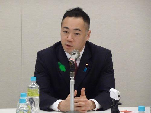 鈴木馨祐財務副大臣